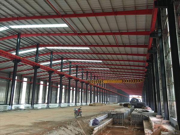 库房钢结构柱子吊装